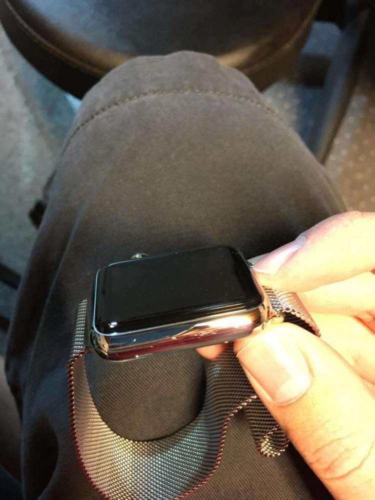 Apple Watch притягивает царапины и недовольство покупателей