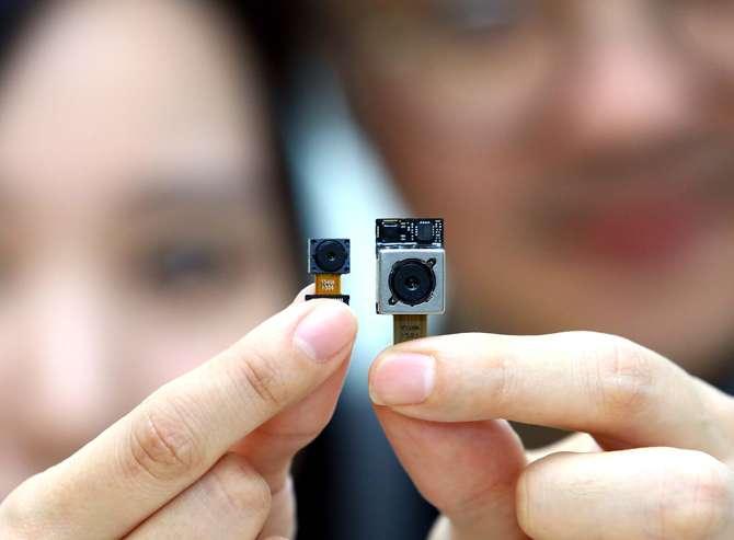 LG показывают 16 и 8 мегапикселей, которые будут в смартфоне G4