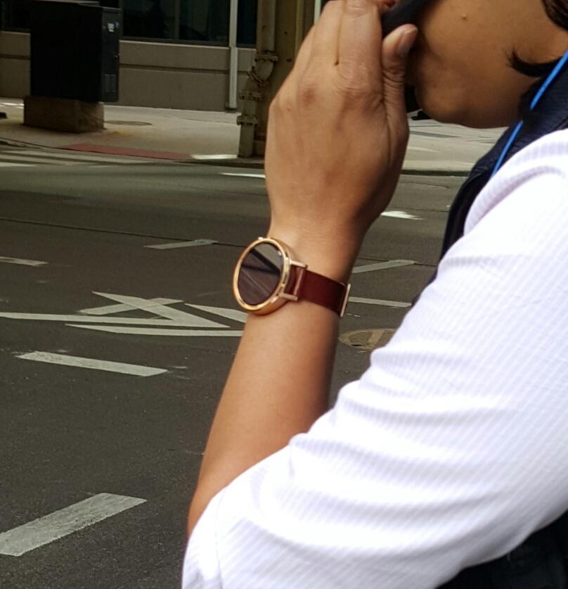 Умные часы Moto 360 второго поколения встретили в Чикаго