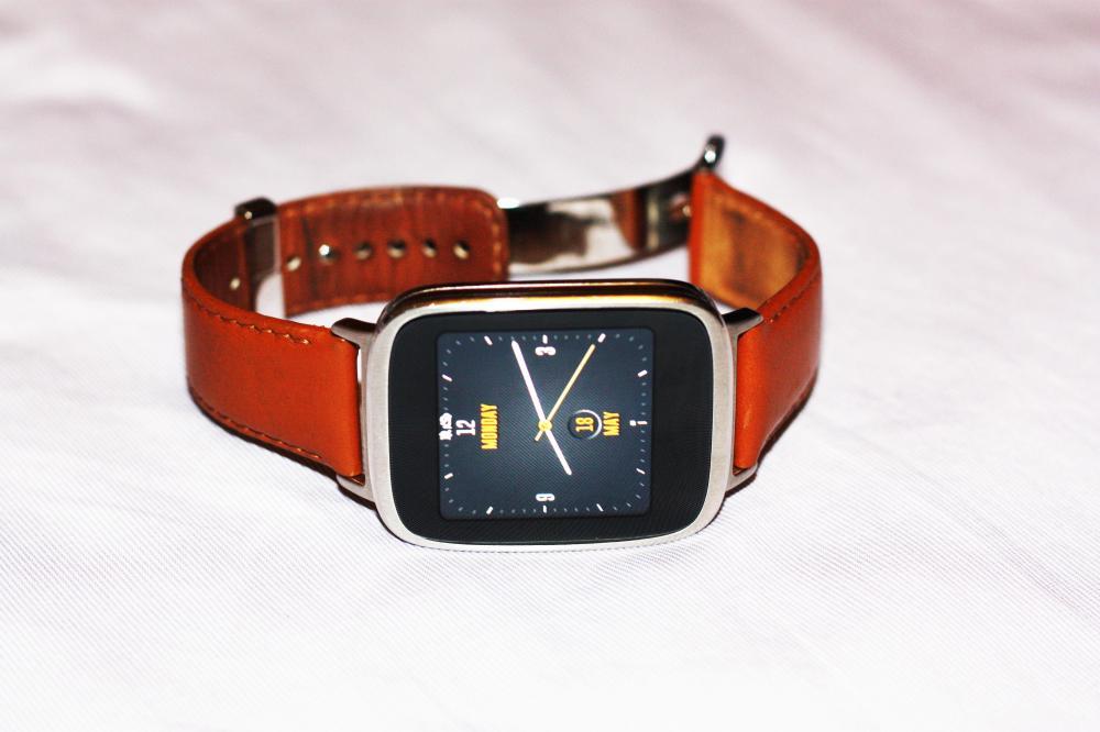 Наше видео об умных часах Asus Zenwatch
