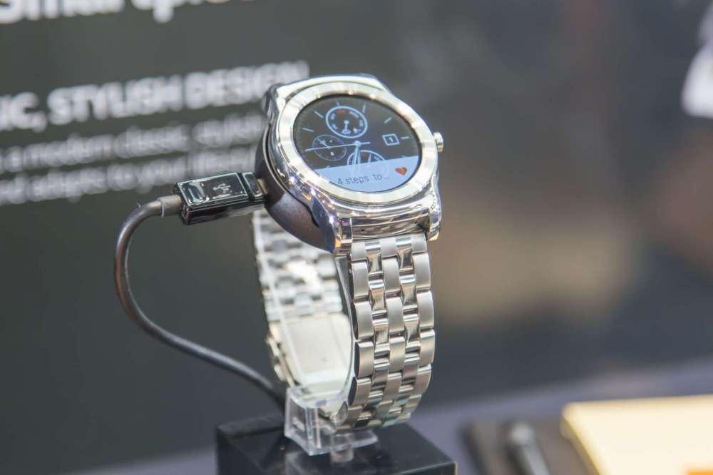 LG Urbane может стоить дороже Apple Watch