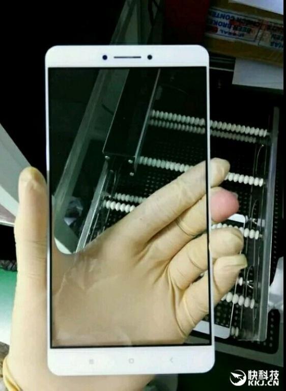 Смотрим на переднюю панель Xiaomi Max