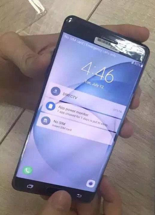Samsung Galaxy Note 7 на фото с работающим экраном