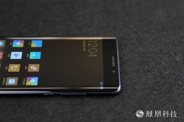 Xiaomi Mi Note 2 с изогнутым дисплеем представлен официально