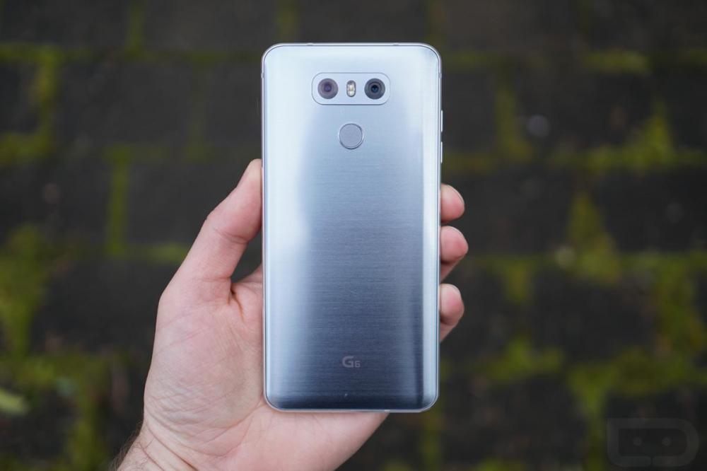 LG работает над уменьшенной версией G6