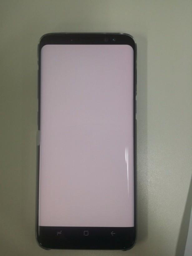 Samsung отрицает красный оттенок на экранах Galaxy S8