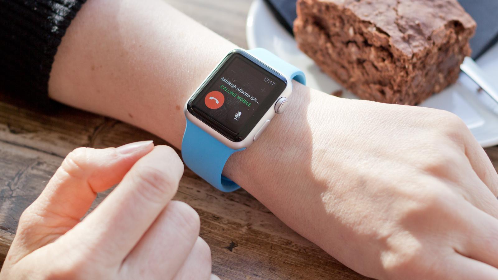 Что лучше: умные часы наAndroid или Apple Watch s1?