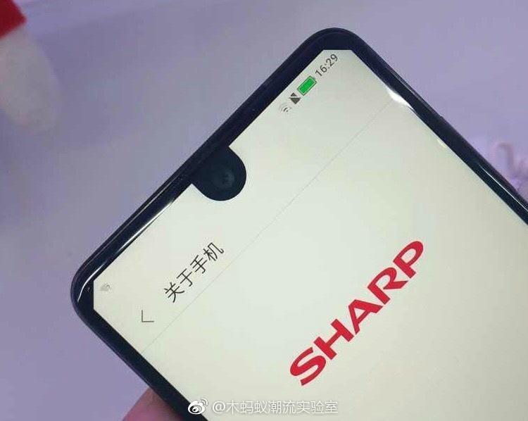 Унего рамок меньше, чем уGalaxy S8 — Sharp Aquos S2