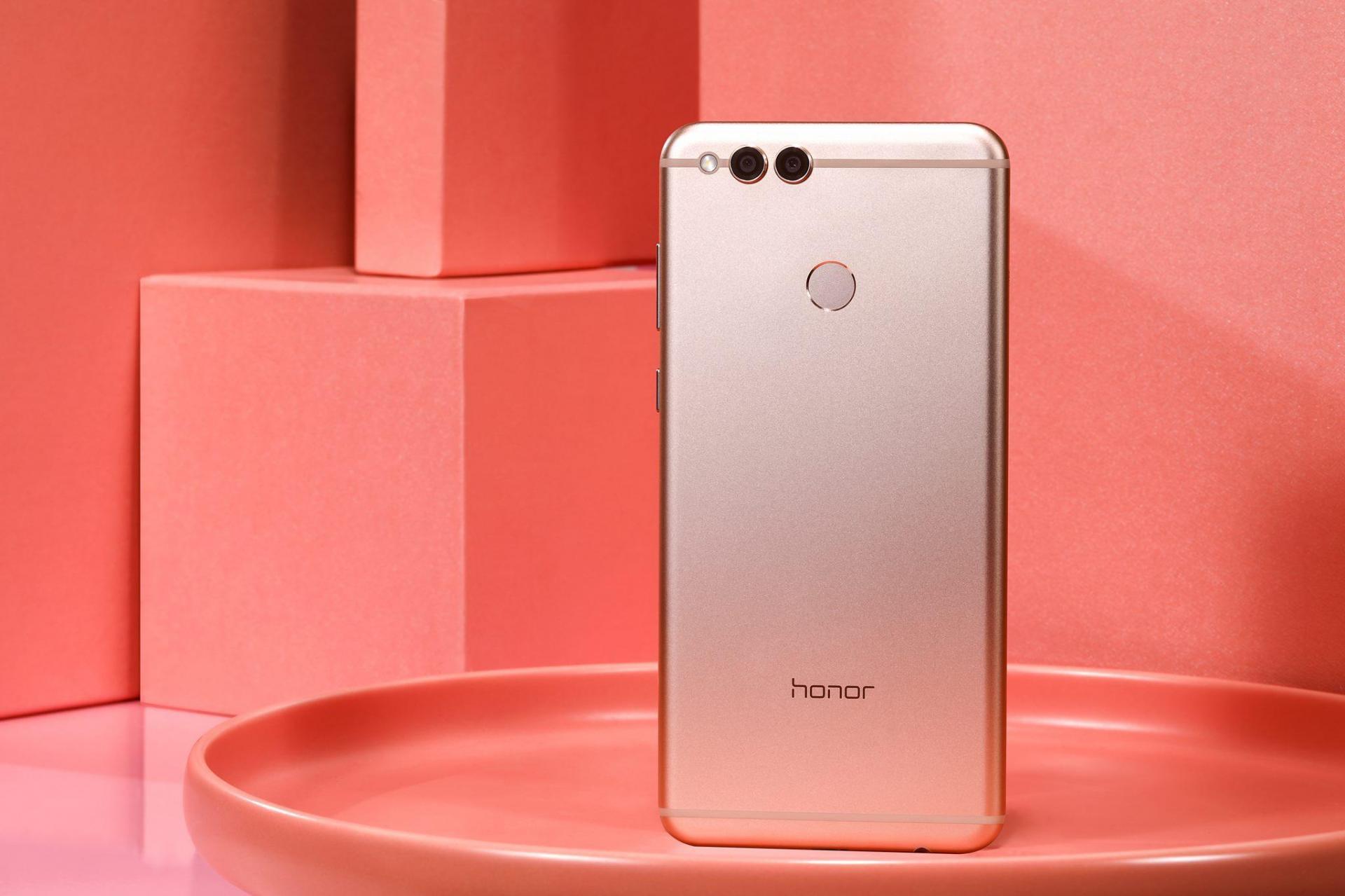 Huawei Honor 7X теперь можно купить в России