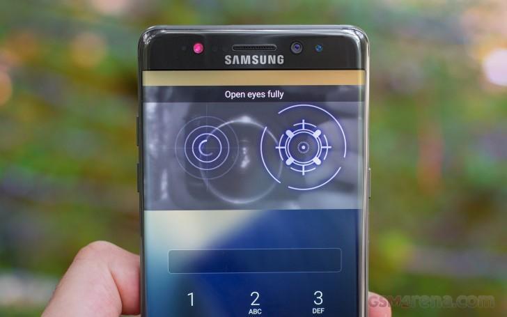Необычно большой экран и сканер сетчатки глаза в Galaxy S8