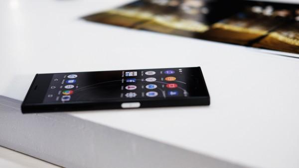 Первый со Snapdragon 835 - Sony Xperia XZ Premium