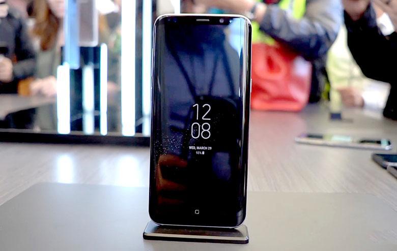 Samsung Galaxy S8 ловит жалобы о внезапных перезагрузках