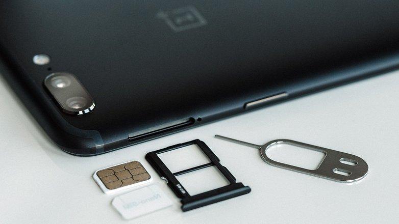 Смартфона OnePLus 6T может не быть в следующем году