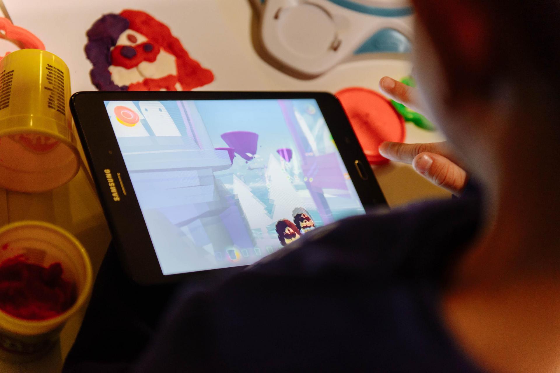 Слепленные из пластилина персонаж оживет в виртуальном мире на экране гаджета в приложении Play-Doh Touch