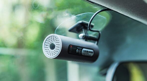 Xiaomi для автовладельцев — видеорегистратор 70 Minutes Smart Car DVR