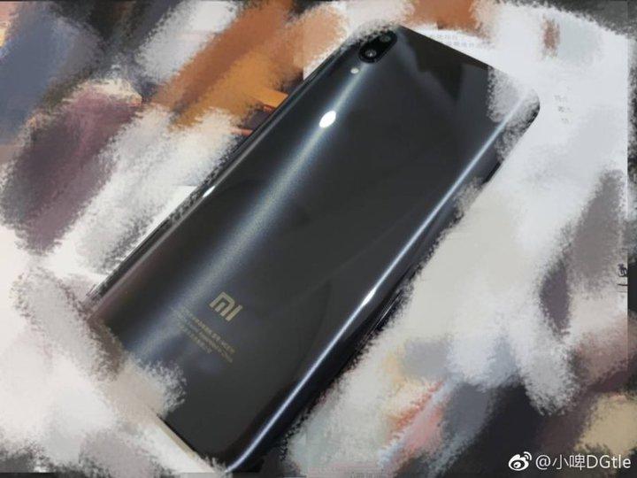 Xiaomi Mi7 блистает наживых фото ирендерах