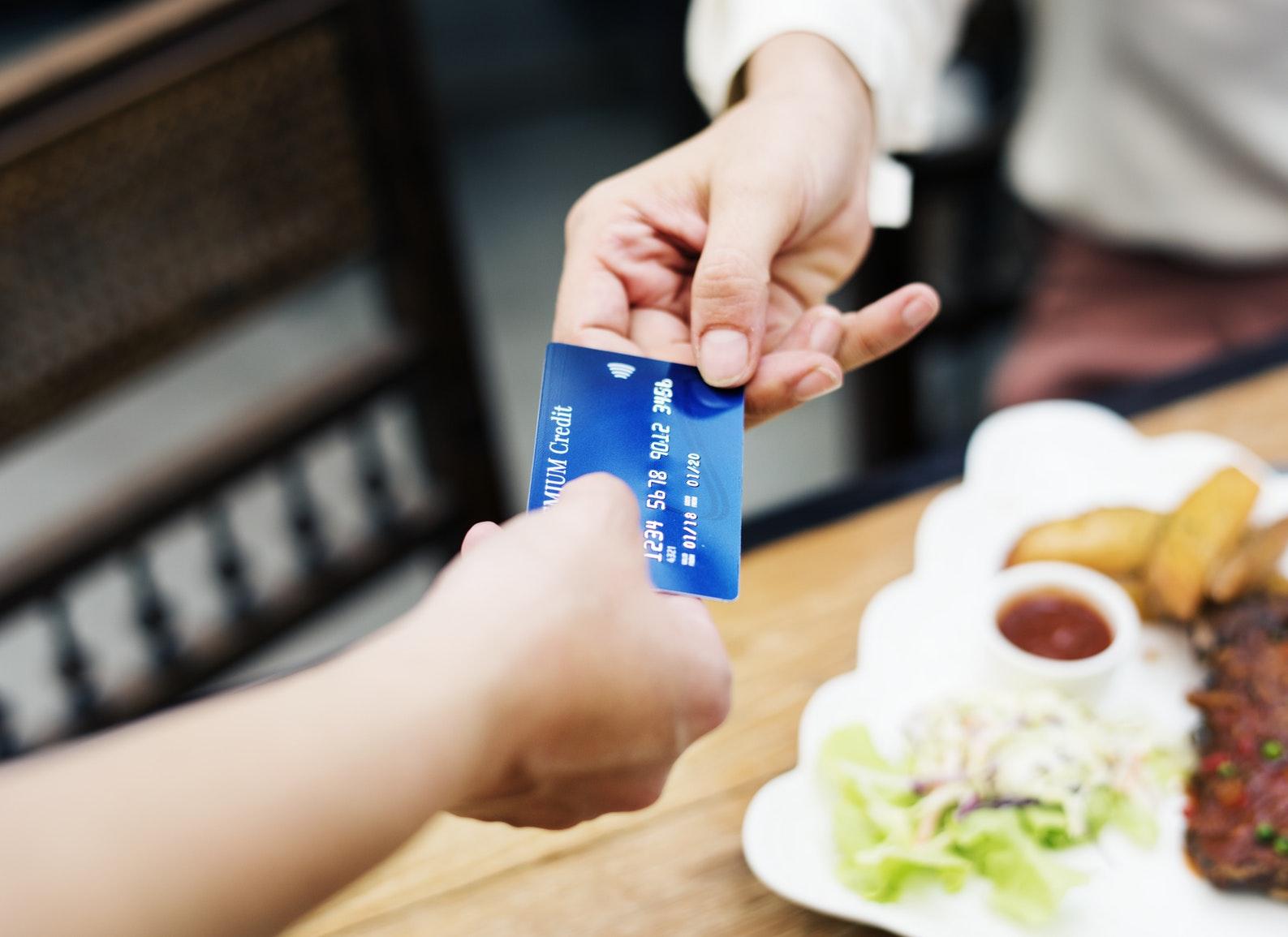 Как отправить деньги скарты накарту спомощью телефона или ПК?