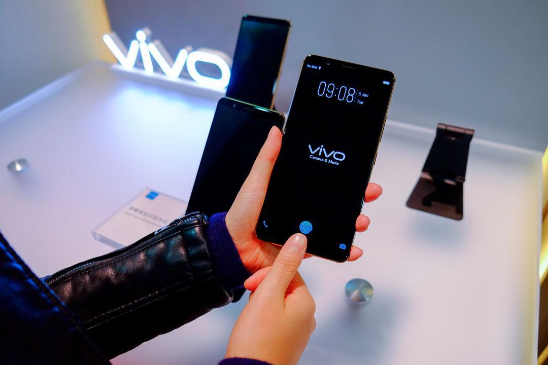 Vivo смогла первой - встроила сканер отпечатков пальцев в экран смартфона