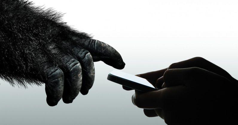 Смартфон разобьётся только после 16 падения — Gorilla Glass 6 обещает!