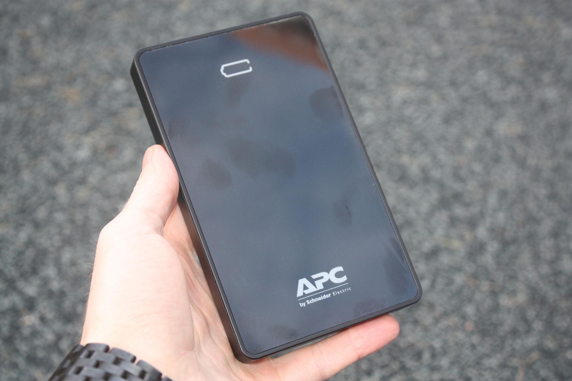 Обзор внешнего аккумулятора APC Mobile Power Pack M10 (M10BK/WH-EC)