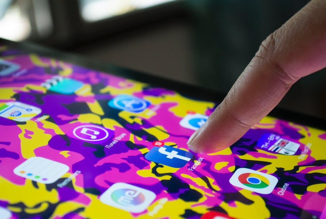 Facebook ничего неудаляет. Как скачать всю информацию осебе?