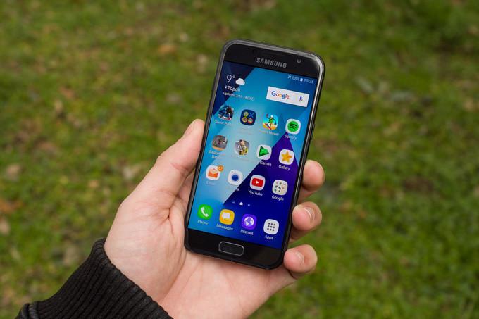 Лучшие компактные смартфоны, доступные в2018 году