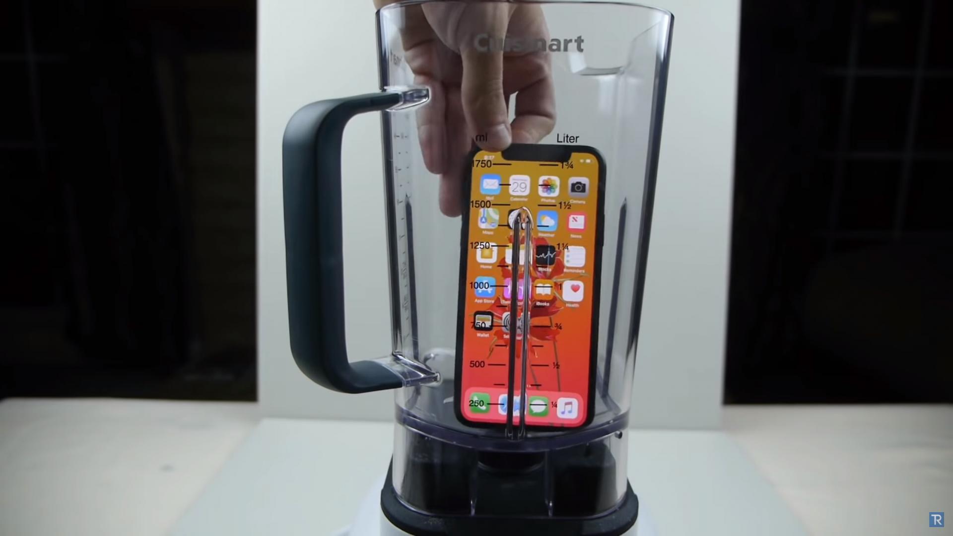 Что будет если размельчить iPhone Xвблендере ивыпить его?