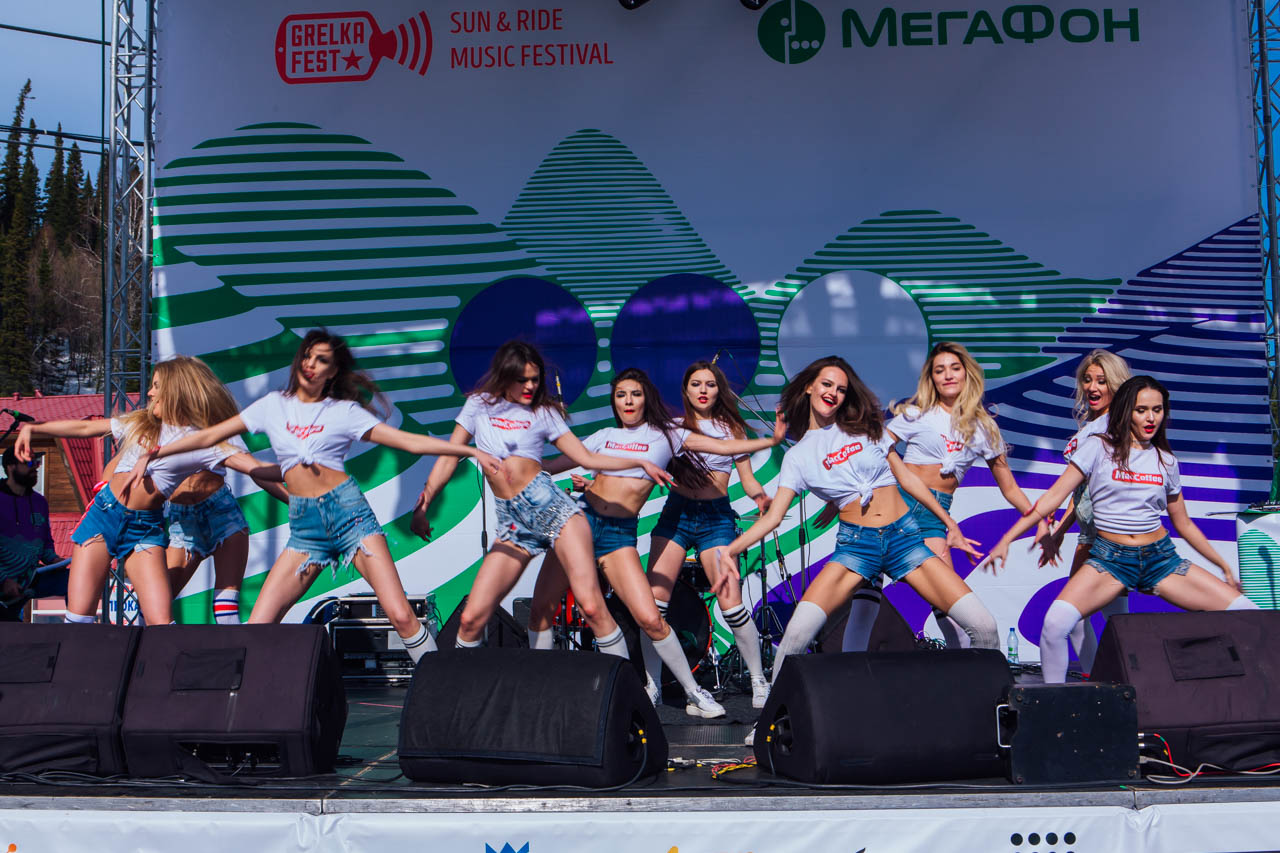 Девушки-красотки, купальники игорные склоны — GRELKA Fest