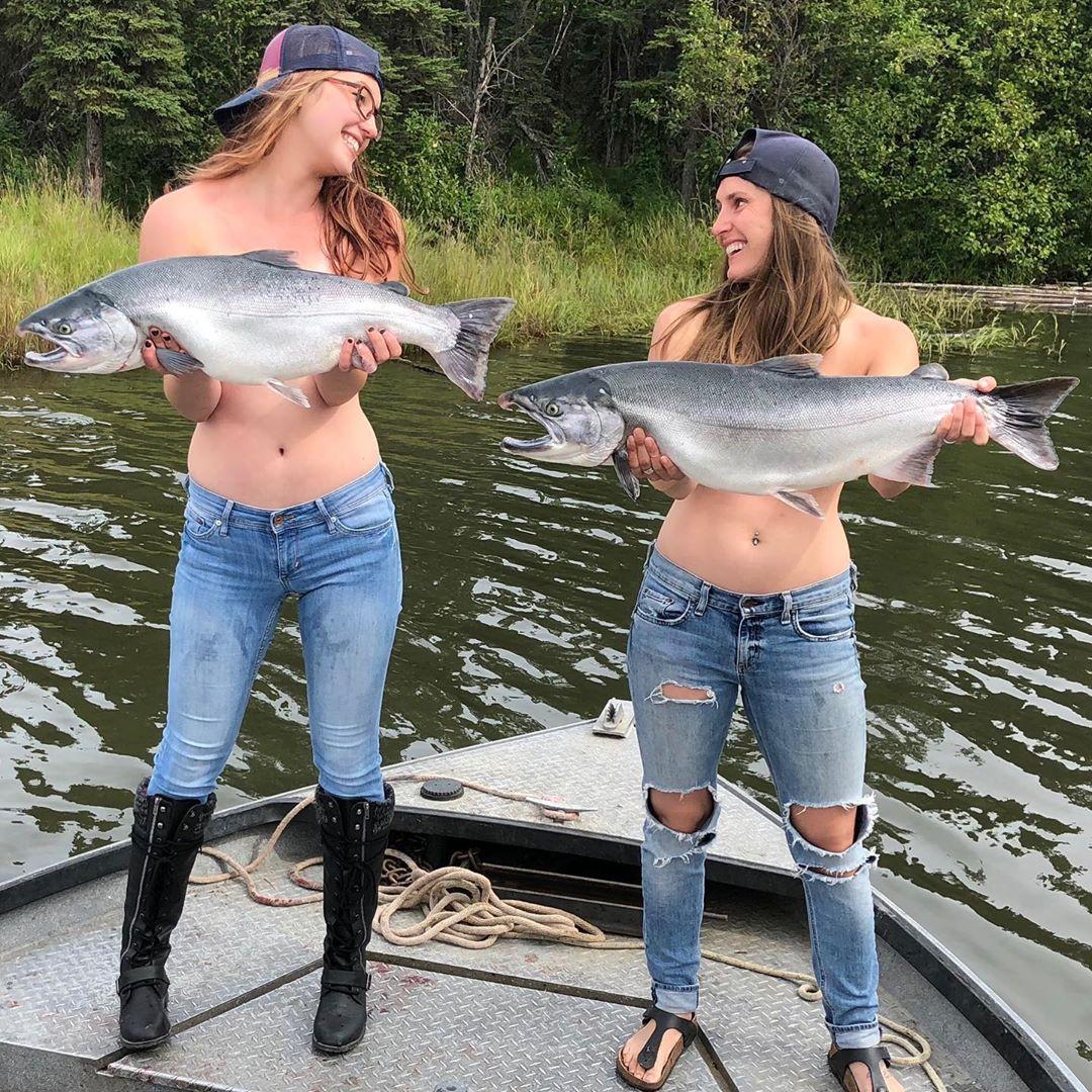 Обнажить грудь, чтобы прикрыть рыбой. Новый флешмоб #fishbra вInstagram