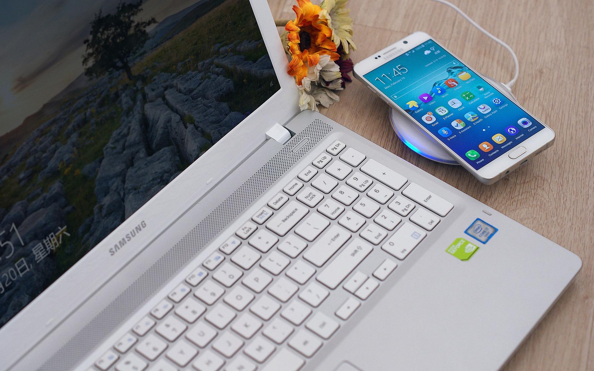 Связной назвал 3 самых популярных смартфона иноутбукакНовому году