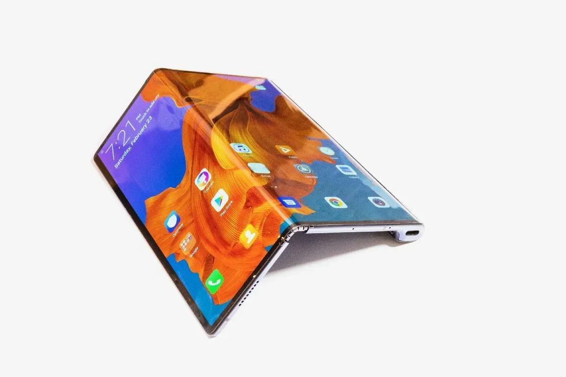 Huawei согнула смартфон Mate X. Говорят, что лучше Samsung