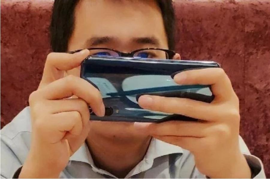 Xiaomi Mi9, вероятно,получит тройную камеру