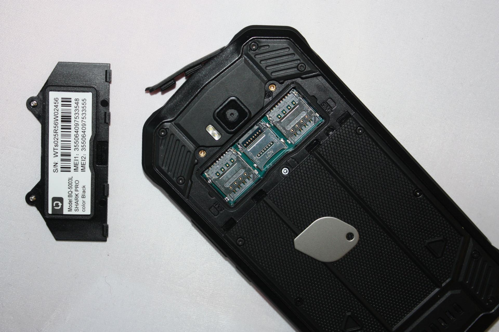 Как вставить сим-карту/карту памяти втелефон?