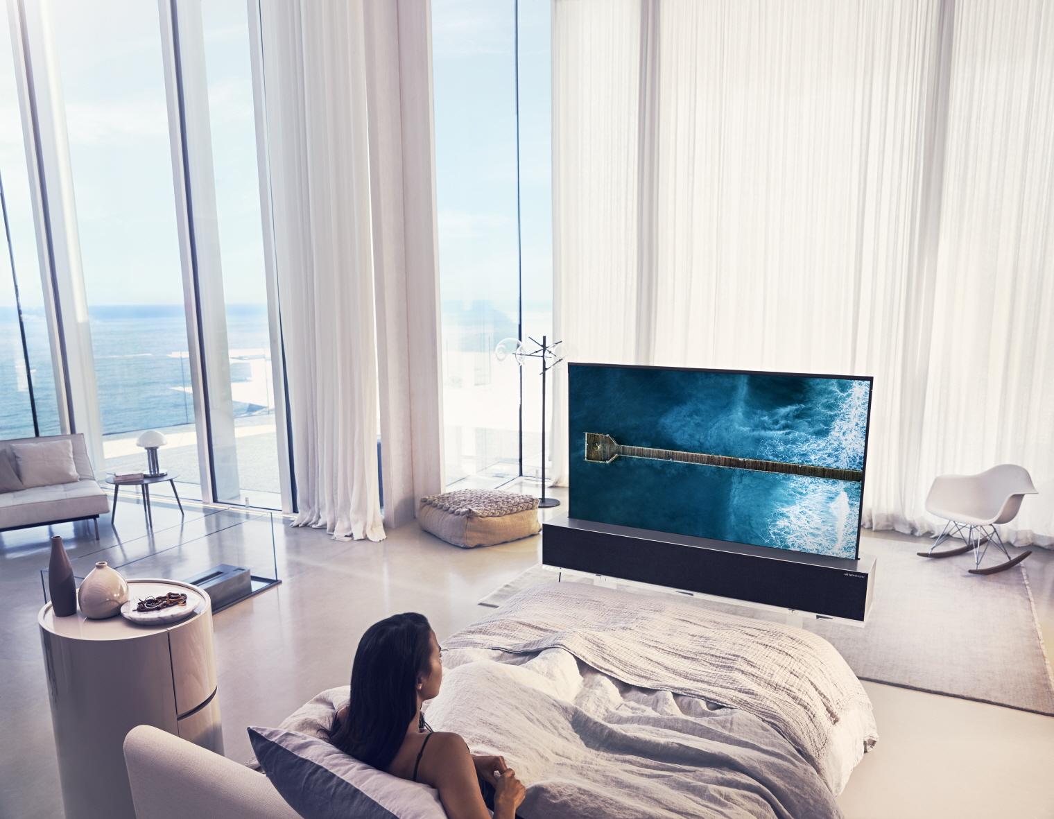 LGнаучилась сворачивать телевизор втрубочку — новая модель