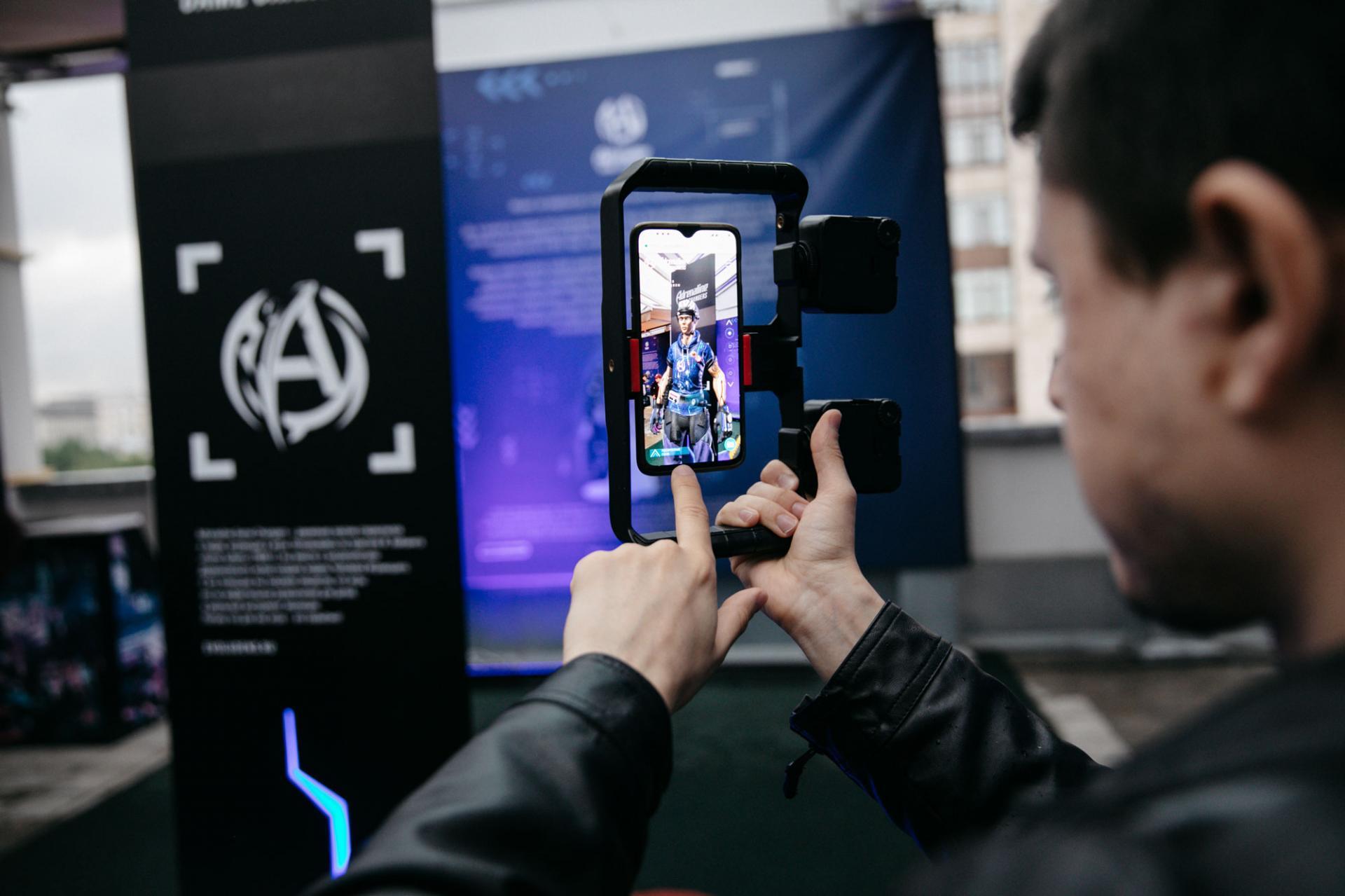 Adrenaline Rush установил AR-монумент Человеку Играющему вДарвиновском музее