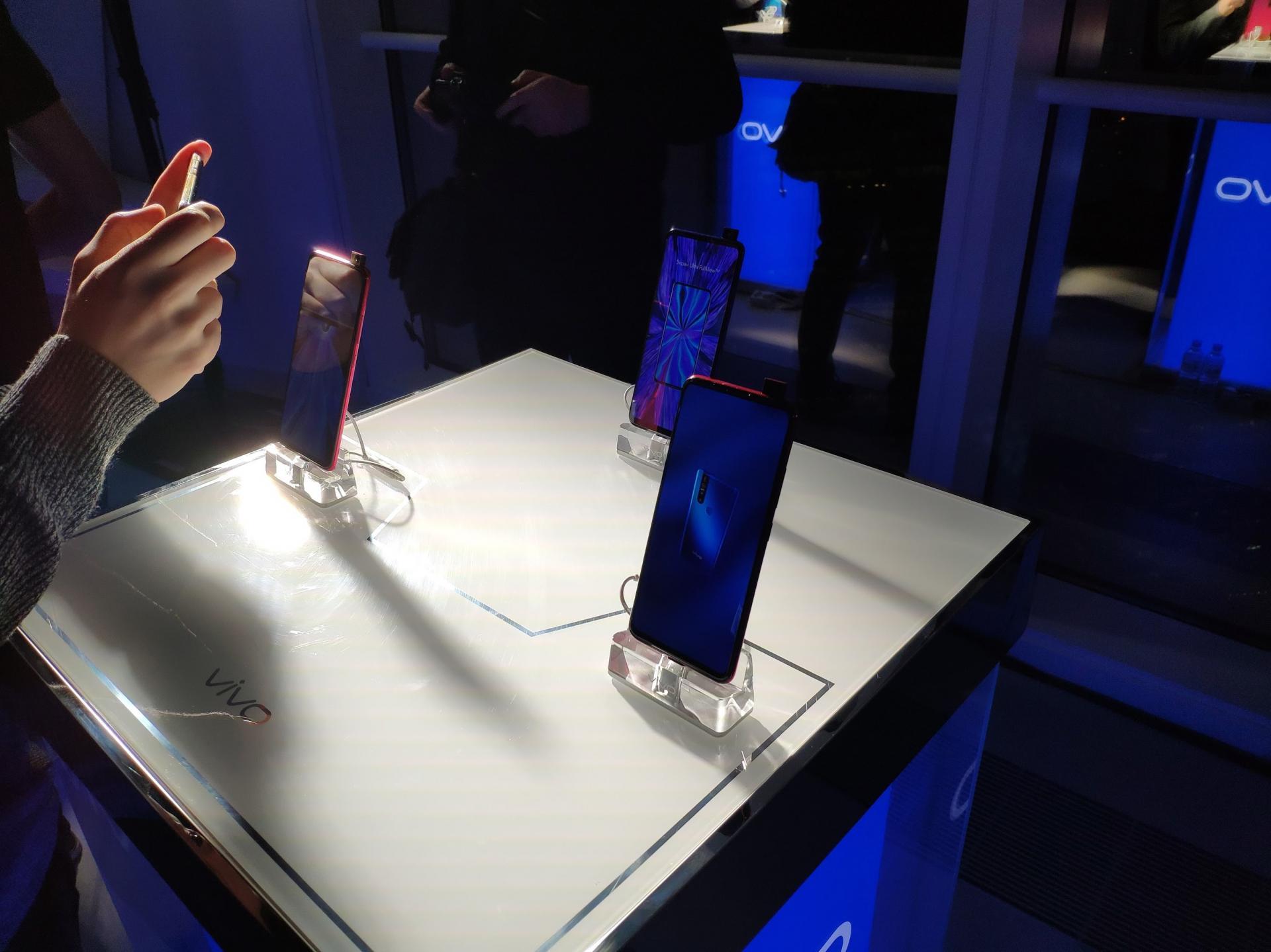 Vivo V15 или Vivo V15 Pro? Представлены официально.Какой изних более желанный.