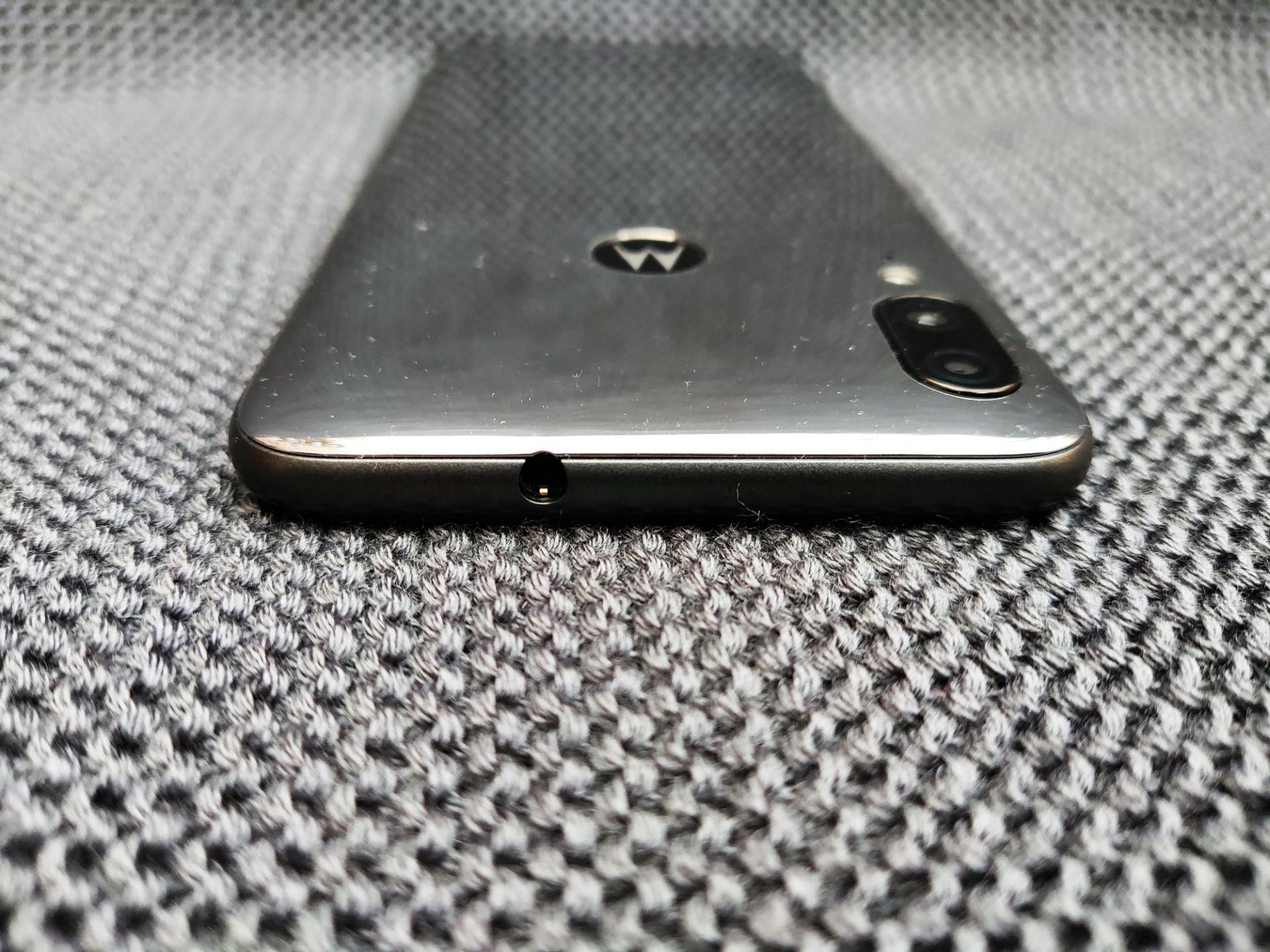 Обзор смартфона Motorola Moto E6 Plus
