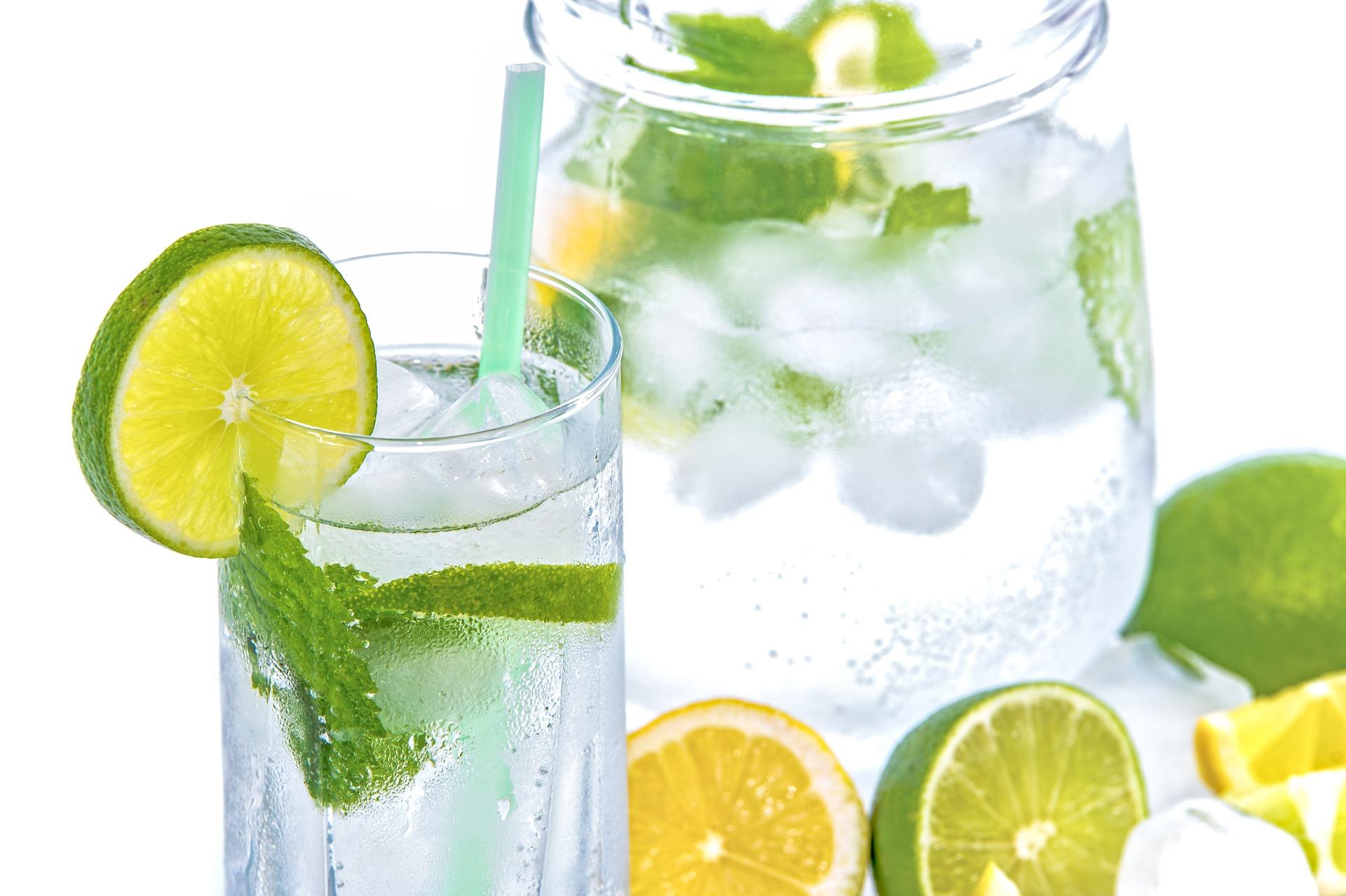 Как бороться слетней жарой: квас, вода или лимонад?