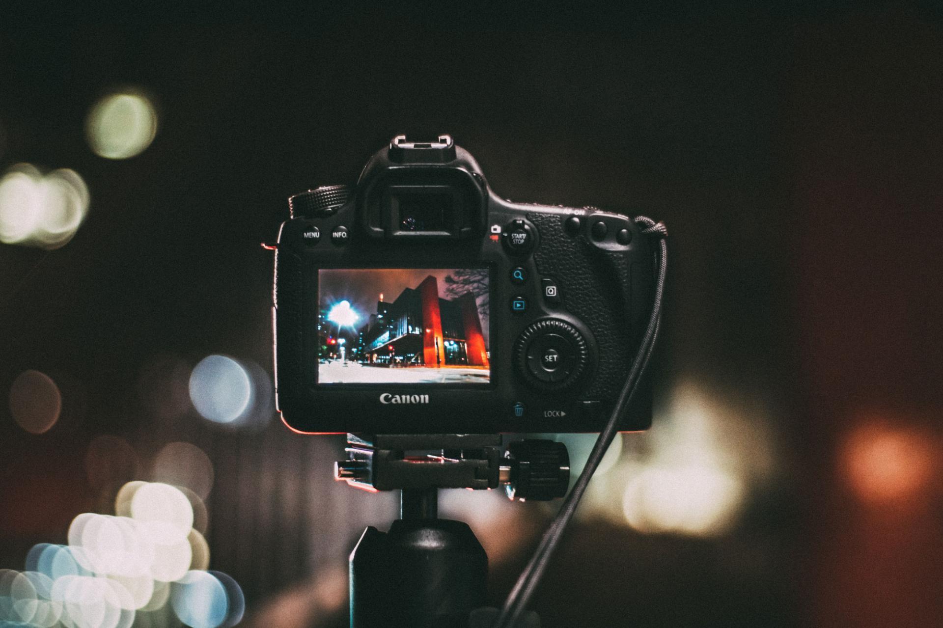 Canon обновляет прошивки для множества камер
