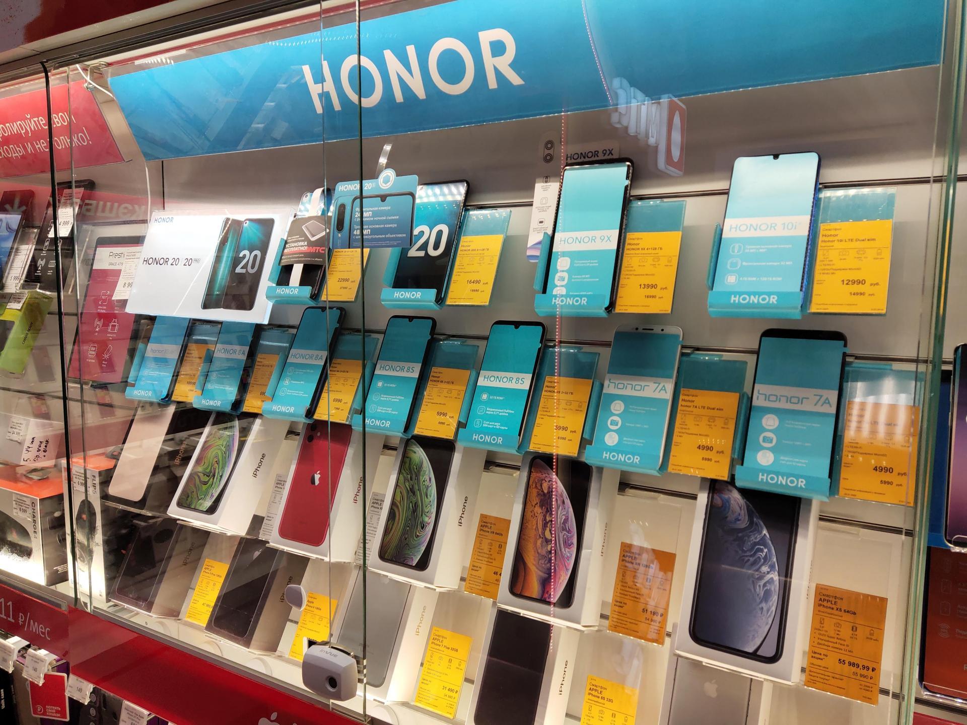 Honor заметно снижает цены насмартфоны идарит подарки