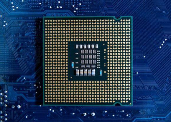 Intel Core i5-10600 рвёт AMD Ryzen 5 3600 вбенчмарке