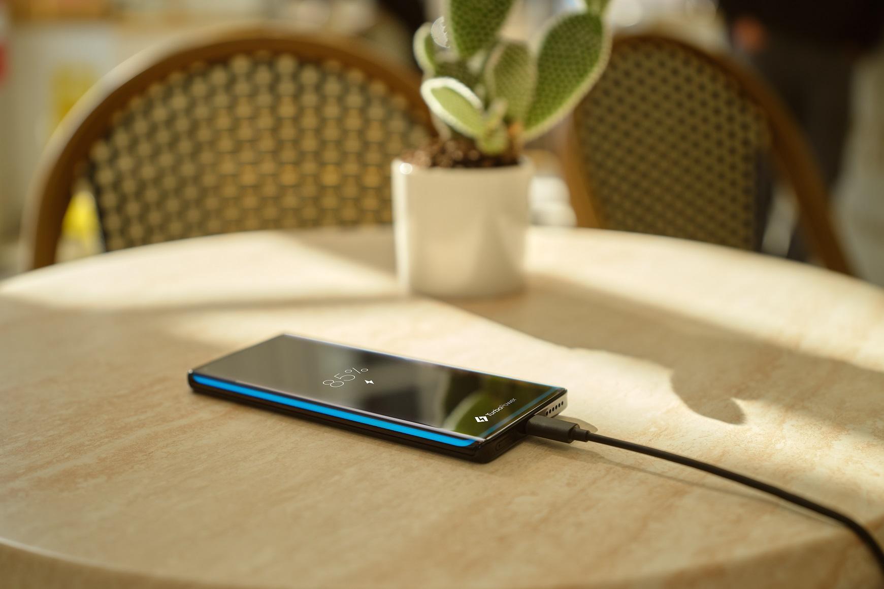 Представлен смартфон Motorola Edge+. Почему его все хотят?