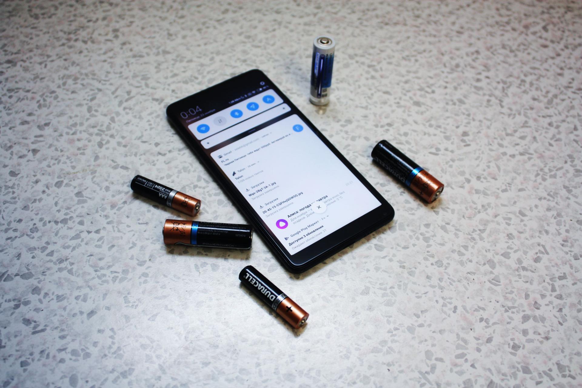 ТОП-6 смартфонов сдолгим временем работы