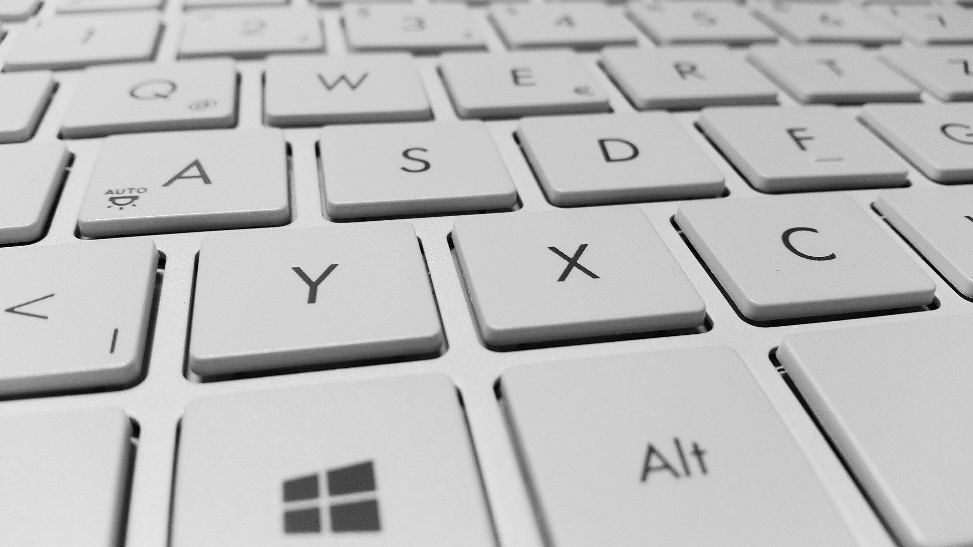 6 клавиатур сножничным механизмом клавиш. Выбираем клавиатуру, как уноутбука