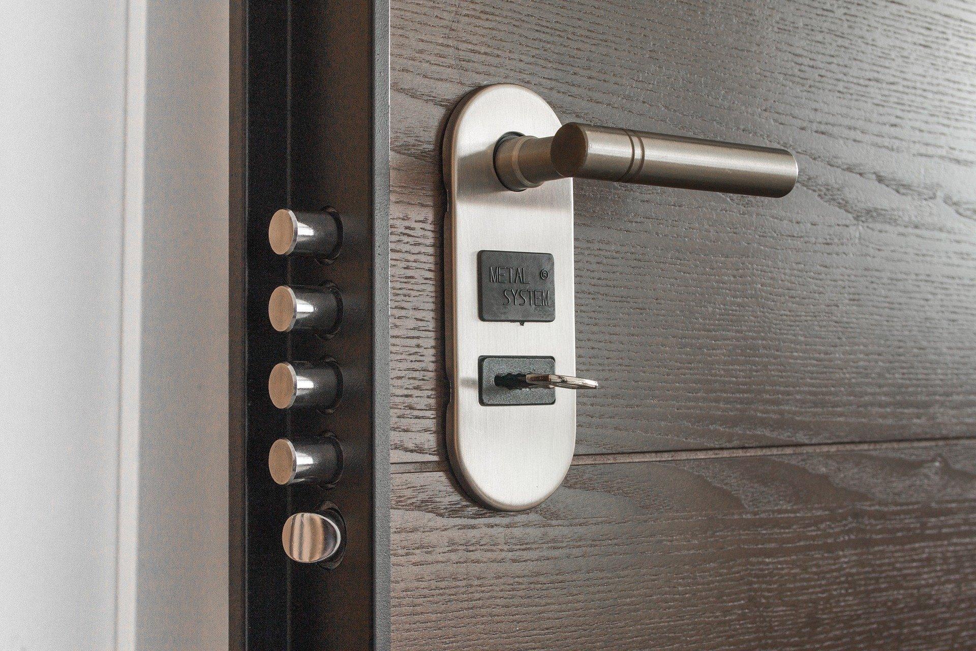 Спомощью динамика смартфона можно сделать дубликат ключа отвашей двери