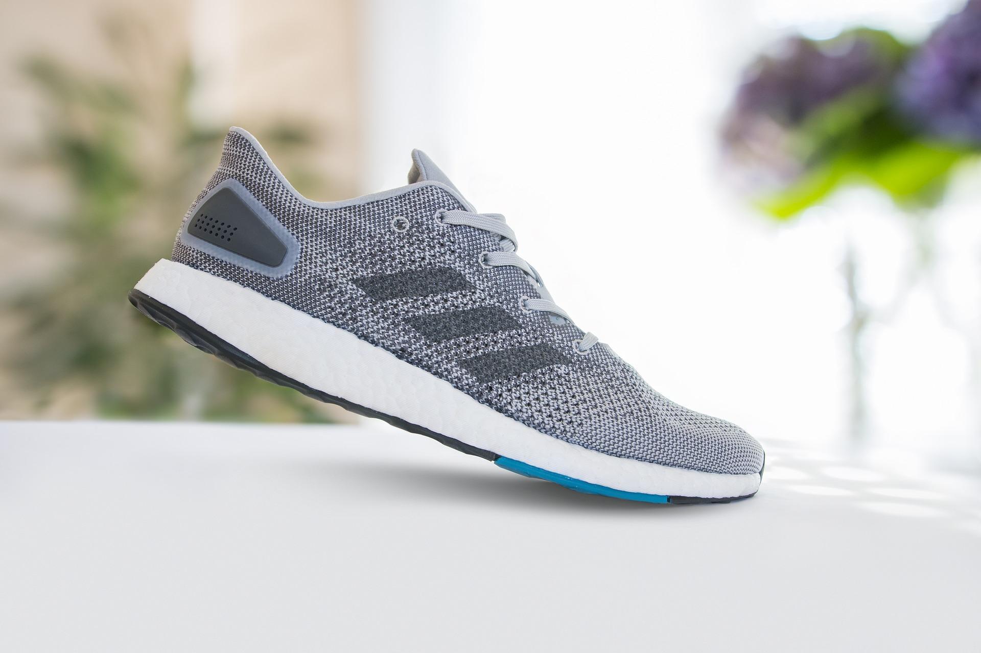 Adidas, Reebok иPuma продают кроссовки согромными скидками