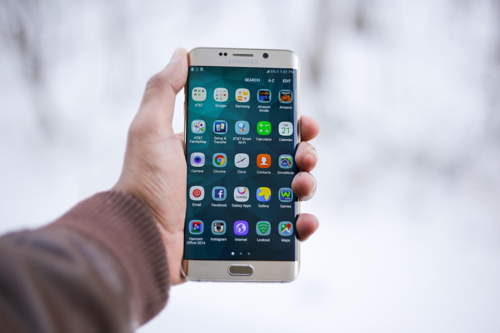 Если усмартфона мало памяти, обязательные российские приложения установят иконками