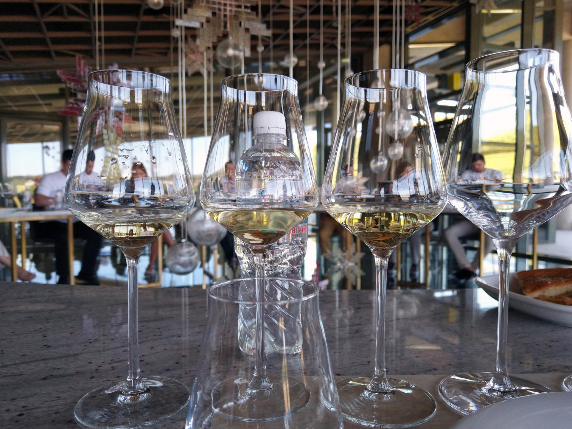 Как правильно выбирать белое вино?