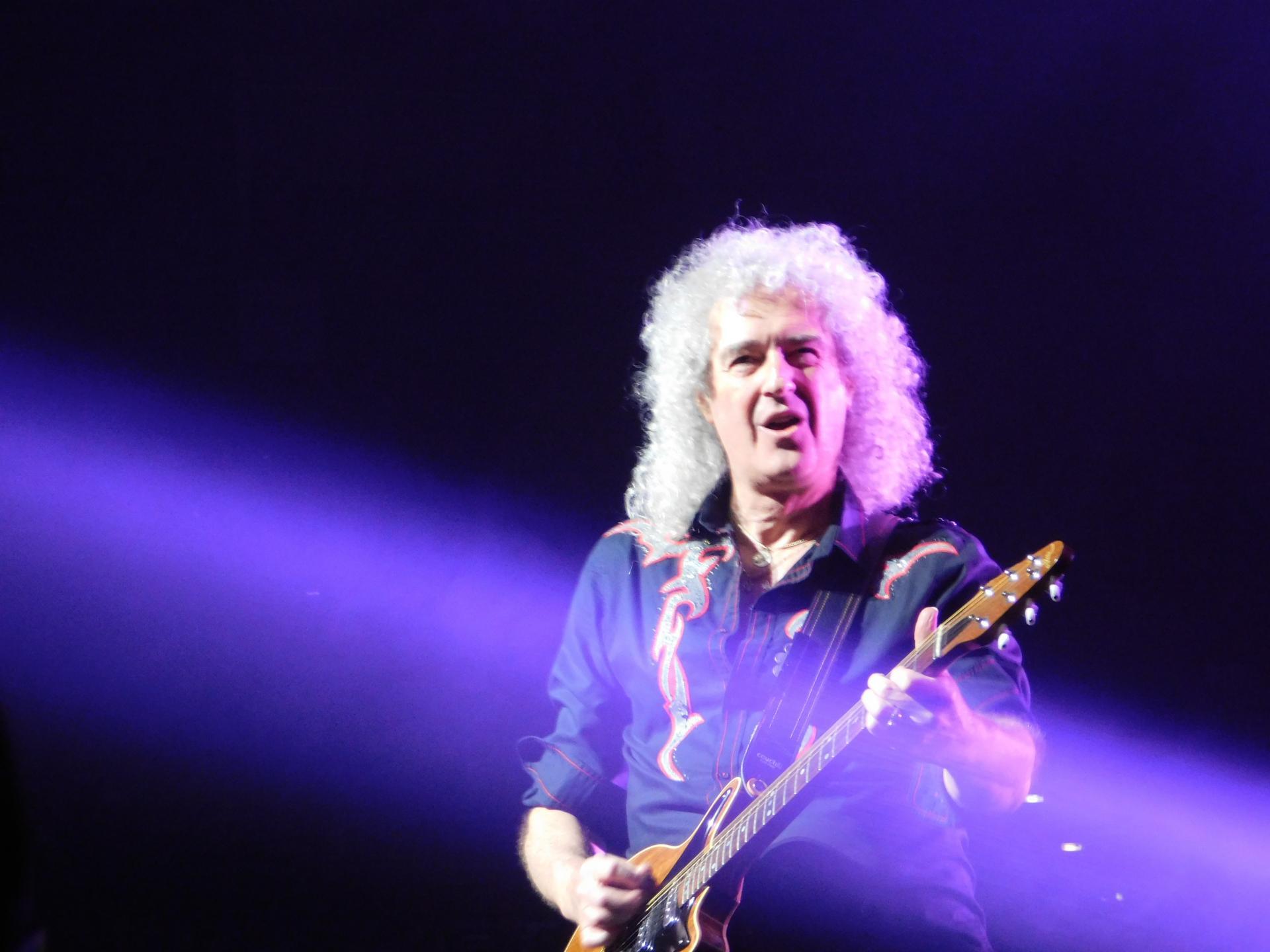 Названо имя величайшего рок-гитариста – кого фанаты посчитали лучшим излучших?