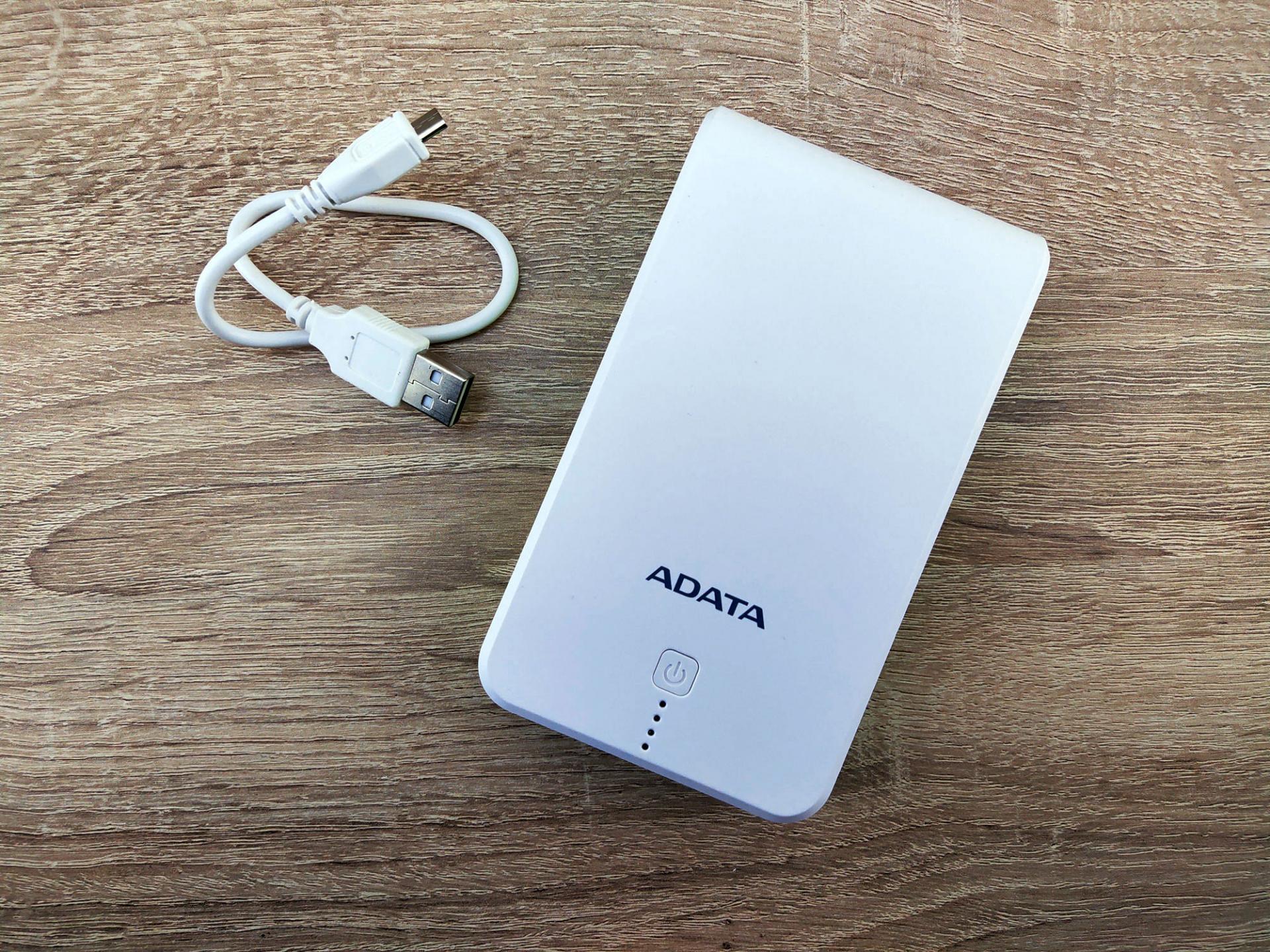 Обзор внешнего аккумулятора ADATA P16750 сфонариком